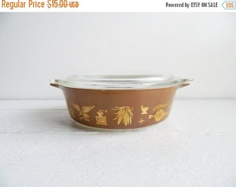 SALE Vintage Pyrex Early American Covered Casserole Dish with Lid - 471