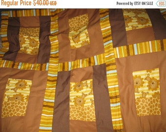 Summer Sale Sale - Baby zoo Lions Crib / toddler size quilt