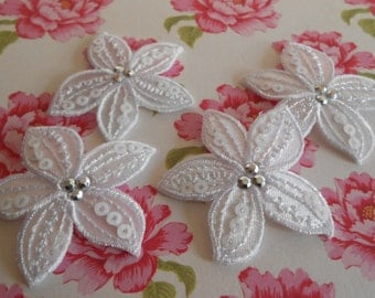 Iron-on White Flowers Appliques Embroidered Thermo-Adhesive
