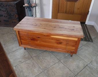 Vtg Cedar Chest, blanket box hope chest, toy chest, wood chest