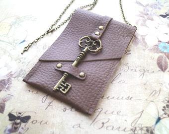 Vintage skeleton key pouch, Bag necklace, Steampunk bag, medicine bag. Boho style, boho chic. Genuine leather Cardholder, key closure
