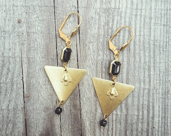 Triangle earrings black and gold, large earrings, geometric earrings, black jewelry, graphic earrings made with raw brass and glass beads