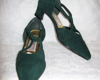 Vintage Ladies Green Suede Criss Cross Pumps by Mootsies Tootsies Size 5 1/2 Only 7 USD