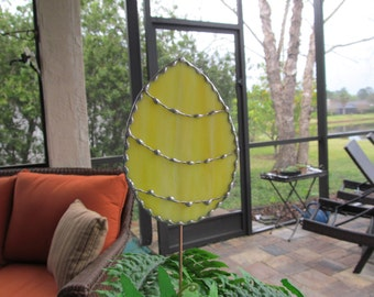 Stained Glass Easter Egg Garden Stake/Garden Marker in Yellow and White Swirl Opal Glass - Large Egg Plant Stake - Easter Gift for Basket