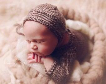 Knitting Pattern - Ridges Bonnet - Newborn Photography Prop