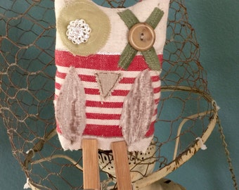 Hugs & Kisses  Whimsical Christmas Owl