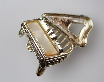 Vintage Brass Grand Piano Brooch Pin - Musical Instrument Jewelry - Piano Teacher Gift - Musical Jewelry