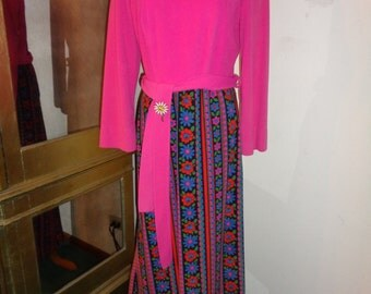 GEE MRS. BRADY!,  I Love your dress!  Darling and Delightful Hot Pink and Floral Bottom design  Long Length Dress in  Good Vintage Condition