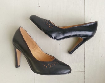 SALE 1960s stilettos, Vintage  heels, black high heels, size 8.5