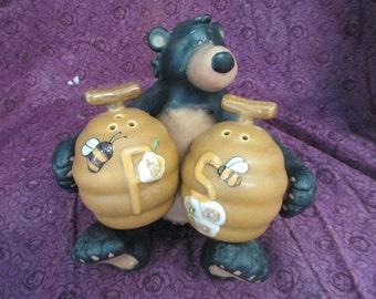 Vintage LTD resin Honey bear with ceramic bee hive salt and pepper shaker  set used