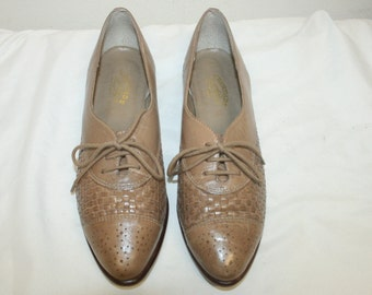 Size 7.5,Women Wingtip Oxfords,womens oxford shoes,wingtip shoes,womens oxfords,oxford shoes,oxfords 7.5,shoes 7.5,leather oxfords,