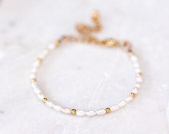 625_White freshwarter pearl bracelet, Small pearl gold plated bracelet, thin gold bracelet, ivory pearl skinny bracelet, bridesmaid bracelet