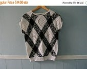 ON SALE Vintage black and white graphic sweater / diamond pointelle pattern / textured nubby knit  / size medium large