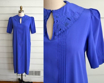 FINAL SALE!! 1980s blue purple shift dress / Small to Medium vintage short sleeve day dress with peter pan collar, lace, pleats