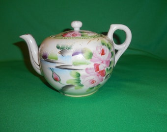 One (1), 3 to 4 Cup, Porcelain Tea Pot with Lid, from Takito, in the TK-11 Pattern.