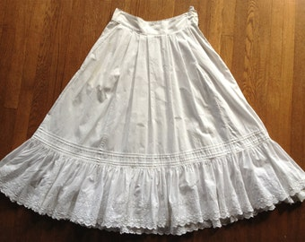 1970s White Cotton Eyelet and Pin Tucked Hem Pleated Skirt