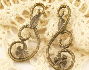 Antiqued Bronze Swirl Flower Leaf Connector Finding (4) - A64