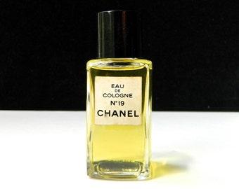 Vintage CHANEL Nº 19 Perfume Eau de Cologne 1.7 oz (50 ml) Full Fresh Perfect