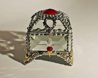 Red and Clear Crystal glass - Jewelry box