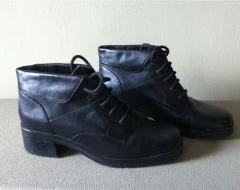 black leather heel 90s ankle boots, foldover cuff. women's 7.5