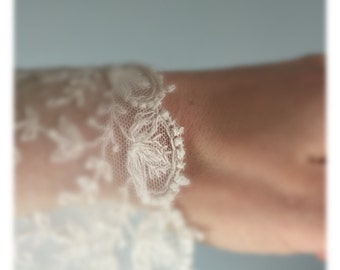 Antique lace trim, french lace / victorian lace / wedding dress / vintage textiles