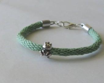 Frog prince braided bracelet - kumihimo braid