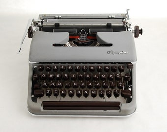 Typewriter Olympia SM3 Grey