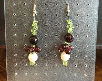 Earrings Peridot, Garnet & Pearl (No. OR7)