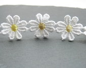 1 Metre White Daisy Flower With Yellow Centre Trim 24mm - 4