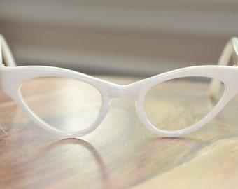 Vintage Cat Eyeglasses Harlequin White Pearl 44/22 EI Frame France NOS