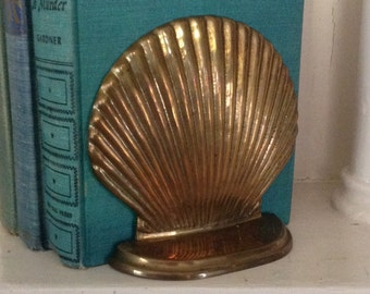 Pair of solid brass sea shell bookends metal seashells clam scallop beach house nautical library bookshelf cottage chic home decor