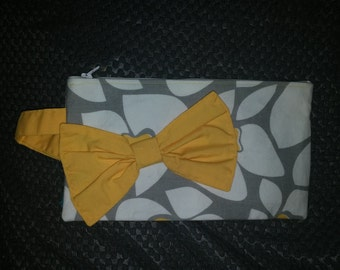 Bow Wristlet/Clutch in Yellow, Gray, and White