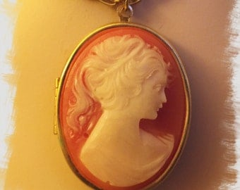 Sweet CAMEO Locket