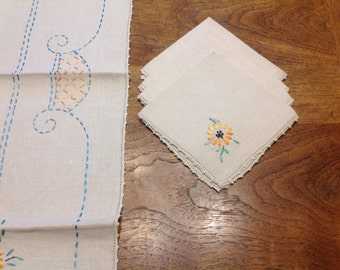 Square Embroidered Tablecloth and Napkin Set Card Table Tablecloth With Matching Napkins