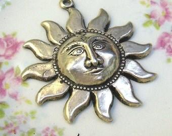 Vintage Sterling Sun Pendant With BINDI Design....Sun Goddess Pendant...Bindi Sun Pendant...Weighs 5.14 Grams