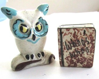 Wise OWL with Book of WHO'S WHOO    Vintage Ceramic Salt & Pepper Shaker Set