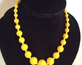 Vintage yellow necklace 16 in