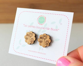 Small Flowers stud earrings, in bamboo, laser cutting.