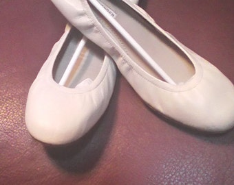 Women's Vera Wang Bone Color Leather Ballet Slippers Size 9.0 M.