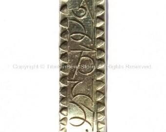 Om Mantra Bar Tibetan Pendant with Curved End & Vajra Detail on Reverse - WM1365