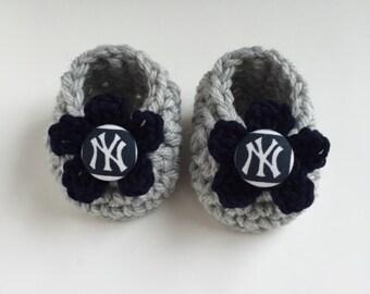 Yankees baby girl booties, Yankees baby girl, Yankees baby shower gift, crochet baby booties, booties for baby, crochet baby shoes
