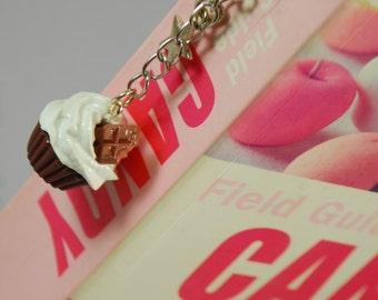 chocolate cupcake bookmark