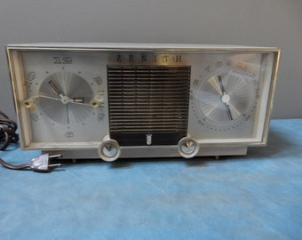 Zenith AM Clock Radio