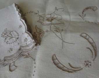 Vintage Creamy Linen Tablecloth & 4 Napkins Embroidered Cutwork