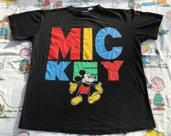 Vintage 90s Mickey Mouse tshirt