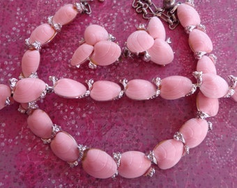 Vintage Pink Sea Shell Parure Necklace Bracelet Earrings Clam Thermoset Silver Tone