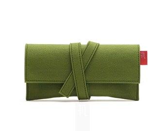 Minimalist green felt clutch bag, perfect as a wallet, handmade Italian pochette.