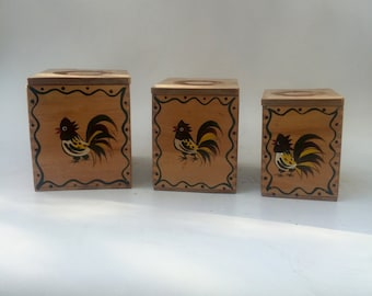 Dovetail Wood Nesting Boxes Woodpecker Wood Ware with Hand Painted Roosters