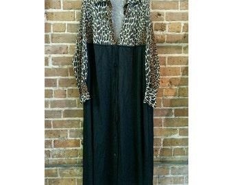 Vintage 70s Vanity Fair house robe size large- leopard print and black