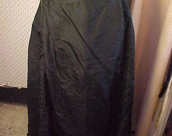 Victorian Black Silk skirt, Waist 30 inches.  Has Hem Flounce is not in good shape.  Lined,   #988,